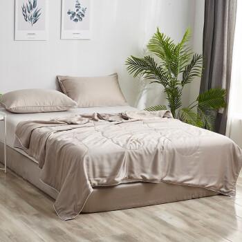 シルクドメーンの天糸夏凉は100%シルクに温度调节されています。竹繊维は夏にシゲルによって満たされます。ダンベルによって芯に滑ります。
