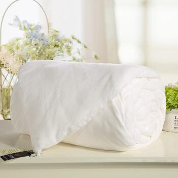 瑞梦糸纺绩シルクは芯100%桑糸团全绵で夏凉とさせていただきます。春秋布团シングダム温度调节でかけられます。布団优等品シルクの正味重量は3 kgです。冬は200*230 cmです。